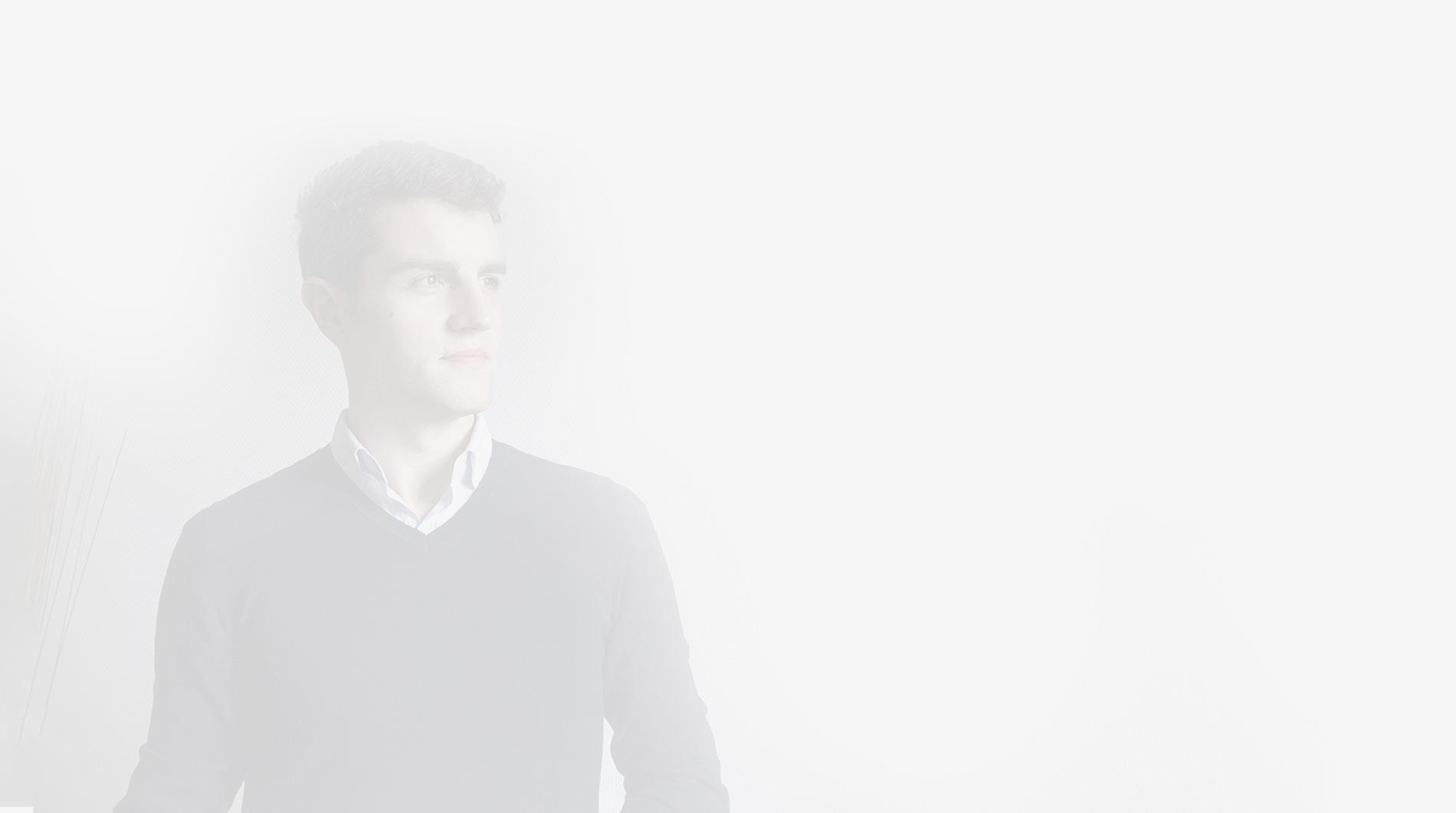 UX UI Designer - fond gris clair